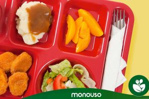 Zalety samoobsługowych szkolnych tacek obiadowych