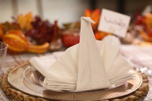 Tutorial: Jak złożyć serwetki papierowe i płócienne + 30 fałdek